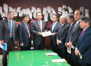 国土交通大臣、自由民主党に対して「広域幹線道路網」および「名古屋港」の整備を要望