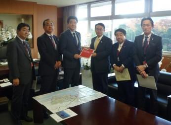 国土交通副大臣等に対して道路および港湾の整備を要望